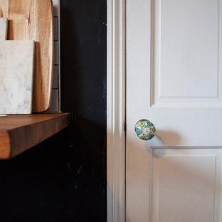 ロンドンのエクレクティックスタイルのおしゃれなキッチンの写真
