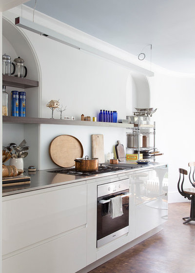 Contemporary Kitchen by Amberth