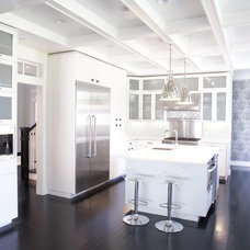 Traditional Kitchen by 360 design studio