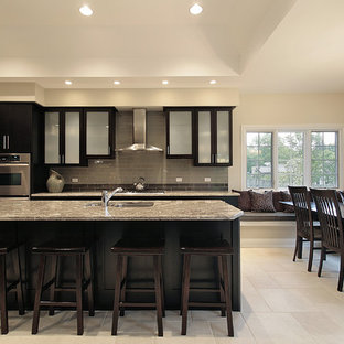 Contemporary kitchen ideas - Example of a trendy kitchen design in Chicago