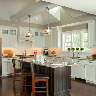 Example Of A Large Clic L Shaped Dark Wood Floor Eat In Kitchen Design