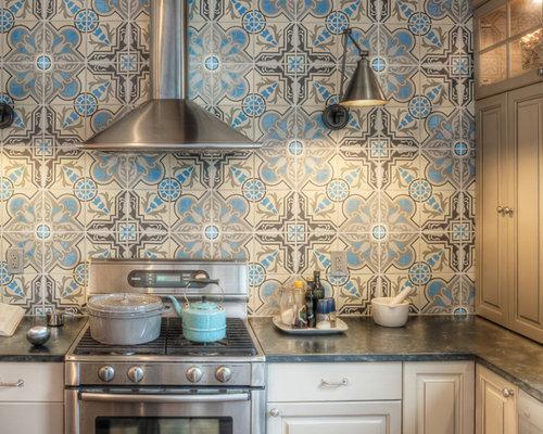 idee fr klassische kchen mit profilierten schrankfronten kchengerten aus edelstahl speckstein arbeitsplatte und - Arbeitsplatte Kuche Blau