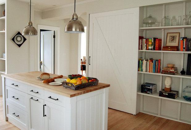 Farmhouse Kitchen by KitchenLab | Rebekah Zaveloff Interiors