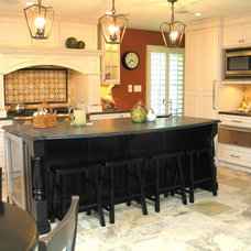 Traditional Kitchen by Parsons i.d.