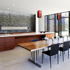 Farmhouse Kitchen by Bates Masi Architects LLC