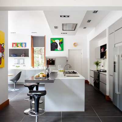 Inspiration for a contemporary kitchen remodel in Belfast