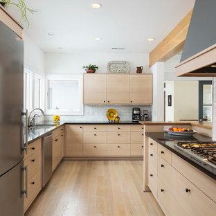 Skandinavische Küche mit Granit-Arbeitsplatte in Minneapolis
