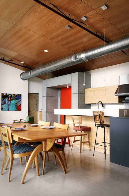 Industrial Kitchen by Domiteaux + Baggett Architects, PLLC