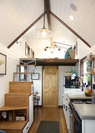 Farmhouse Kitchen by Tiny Heirloom