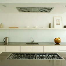 Modern Kitchen by Northpoint