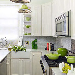NYC kitchen chic! Apple green ceiling and accents!