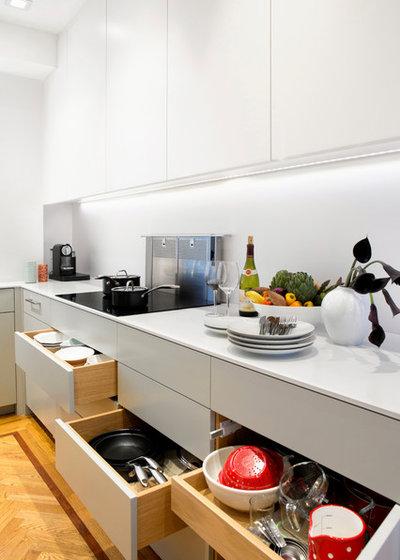 Før og efter: klik og se – sÃ¥ lyst er det lille dunkle køkken blevet