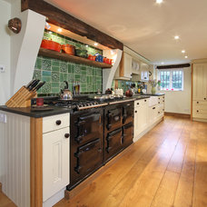 Traditional Kitchen by Beau-Port Kitchens