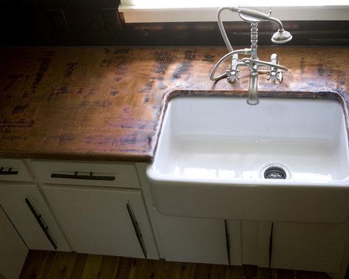 cuisine avec un plan de travail en cuivre et un vier de. Black Bedroom Furniture Sets. Home Design Ideas