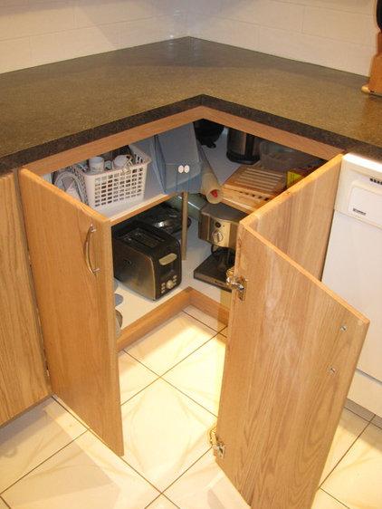 Contemporary Kitchen by DesRochers Andre Ebeniste / Cabinetmaker