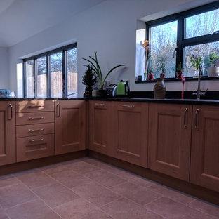 Oak kitchen large U- shaped with granite worktop (utility room next door)