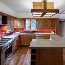 Transitional Kitchen by Tom Bassett-Dilley Architect, Ltd.