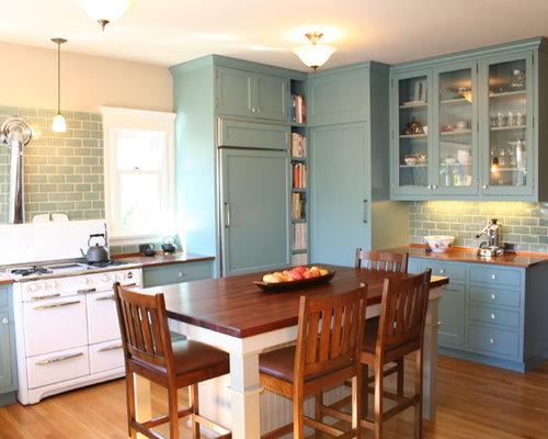 cuisine avec un plan de travail en cuivre et un sol en bois brun photos et id es d co de cuisines. Black Bedroom Furniture Sets. Home Design Ideas
