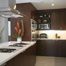 Modern Kitchen by Bertram Architects