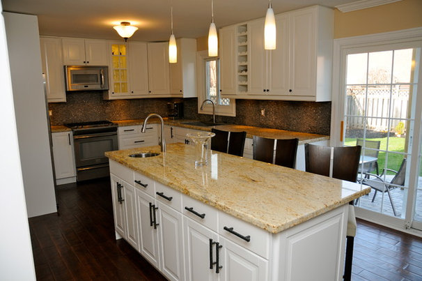 Traditional Kitchen by House Tune Up