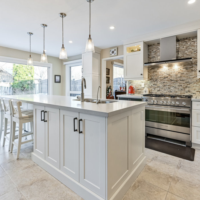 Oakville transitional kitchen