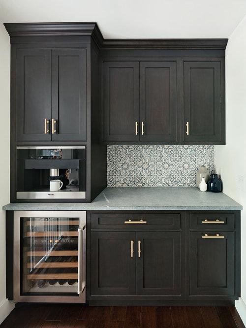 k chen mit schwarzen schr nken und speckstein. Black Bedroom Furniture Sets. Home Design Ideas