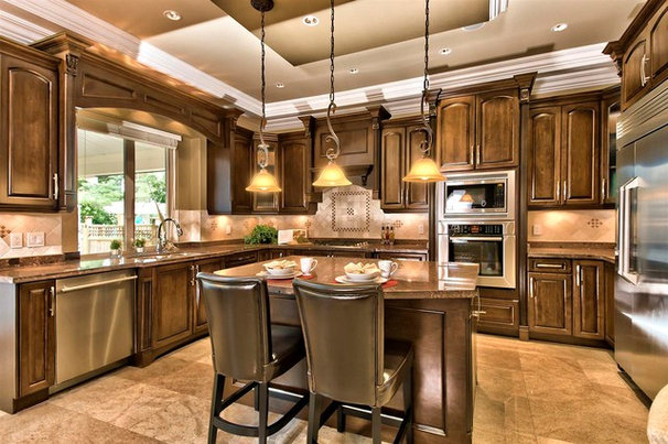 Traditional Kitchen by Positive Space Staging + Design, Inc.
