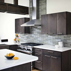 modern kitchen by Oceanside Glasstile