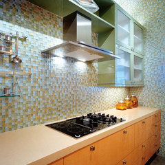 contemporary kitchen by Oceanside Glasstile