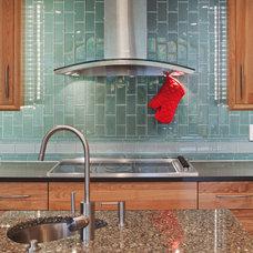 Traditional Kitchen by DreamMaker Bath & Kitchen