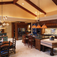 Traditional Kitchen by Astorino