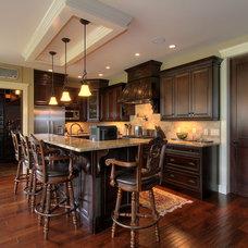 Traditional Kitchen by Okanagan Dream Builders Ltd.