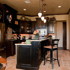 Traditional Kitchen by Muirfield Homes by Alan Cheshier