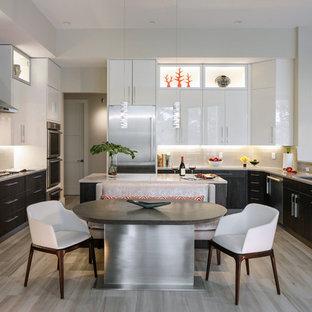 Contemporary kitchen photos - Example of a trendy kitchen design in Miami
