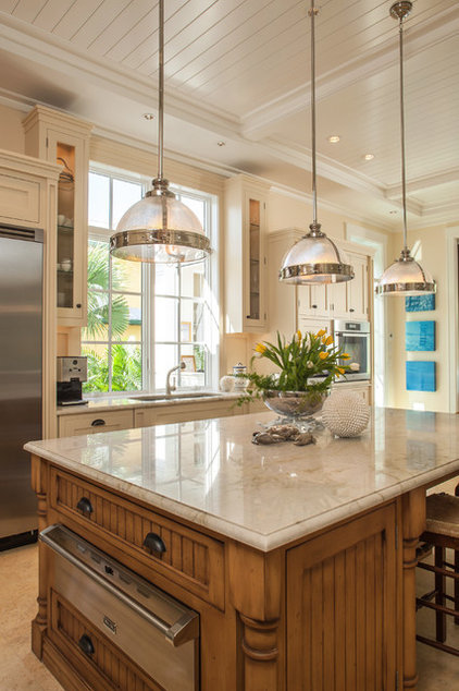 Traditional Kitchen by Harwick Homes