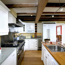 Rustic Kitchen by Harry Braswell Inc.