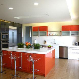 Idéer för funkis kök, med röda skåp
