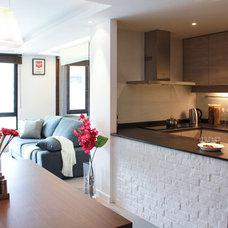 Modern Kitchen by hoo Interior Design & Styling