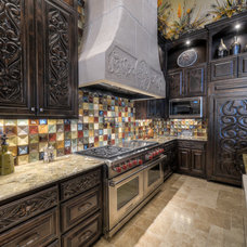 Mediterranean Kitchen by CKC Custom Homes