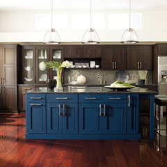 modern kitchen by MasterBrand Cabinets, Inc.