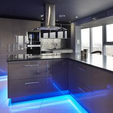 Contemporary Kitchen by One-World Design