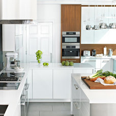 Contemporary Kitchen by Yorkville Design Centre