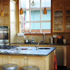 traditional kitchen by Julie Smith
