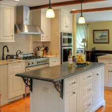 Traditional Kitchen by 3W design, inc.