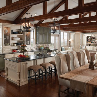 Inspiration for a country kitchen in Indianapolis.