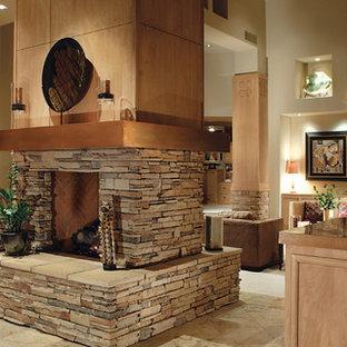 Imagen de cocina lineal, de estilo americano, de tamaño medio, abierta, con puertas de armario de madera clara, encimera de cobre, electrodomésticos con paneles, armarios con rebordes decorativos, suelo de baldosas de porcelana, una isla y suelo beige