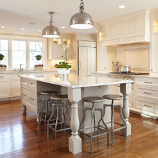 Traditional Kitchen by TR Building & Remodeling Inc.