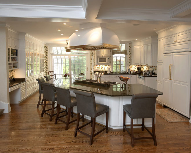 Traditional Kitchen by Creative West Architects