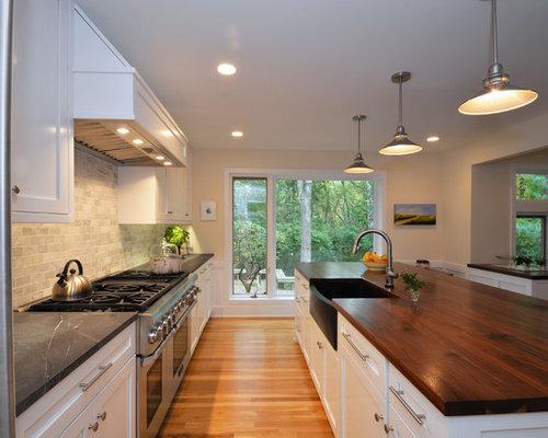 cuisine avec un plan de travail en bois et un sol en contreplaqu photos et id es d co de cuisines. Black Bedroom Furniture Sets. Home Design Ideas