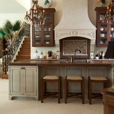 Traditional Kitchen by Tongue & Groove